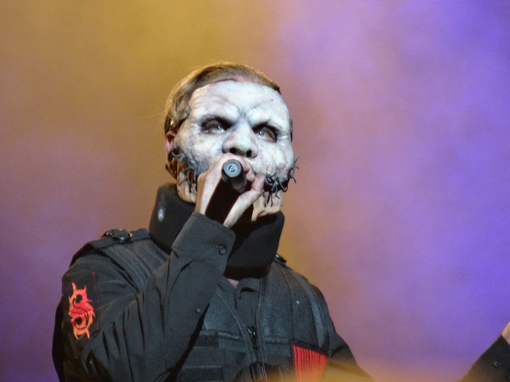 How To Do First Night Slipknot S Corey Taylor Performs With Neck Brace After