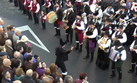"Viral Video: AC/DC classic ""Thunderstruck"" by a Spanish Bagpipe Band"