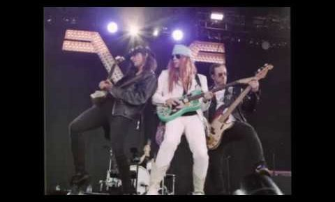 Weezer Releases Tribute To Guns N' Roses Video