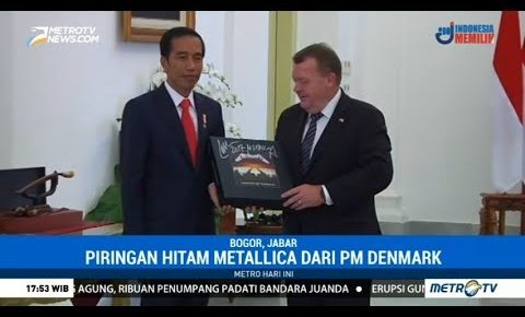 Danish Prime Minister Surprises Indonesian President with Signed Metallica Master of Puppets Box Set