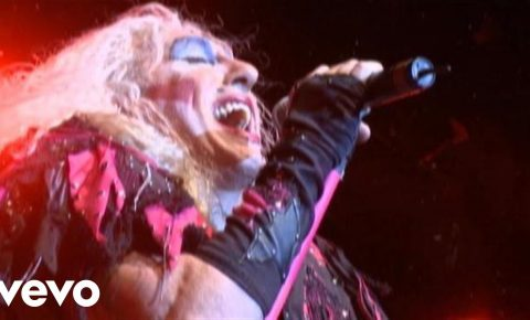 I Saw Mommy Kissing Santa Claus – Twisted Sister